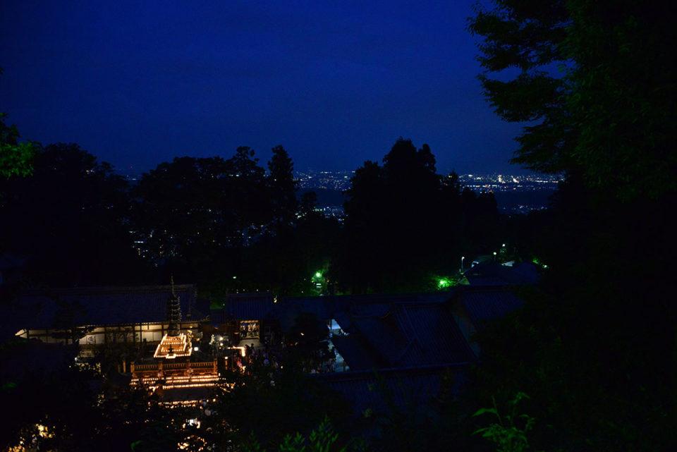 遠く生駒の街の灯が